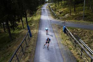 Säsongens första träningsläger för herrlandslaget på Hallstaberget i Sollefteå. Under fredagsförmiddagen stod rullskidspass på schemat.