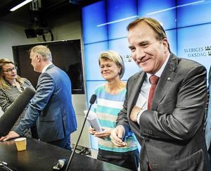 Nöjda miner vid presskonferensen den 6 oktober 2014 sedan Stefan Löfven lovat Jonas Sjöstedt (V) och Ulla Andersson (V) ett vinststopp i utbyte mot stöd i riksdagen.