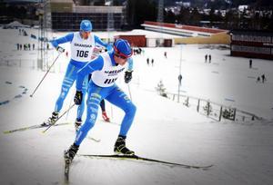 Rasmus Hörnfeldt tog hem Daniel Karlssons Minne på lördagen. ÖSK-åkaren vann klassen H21 före klubbkamraten Jonatan Thoresson. Här ser vi båda på bild.