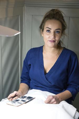 Pernilla Javanainen på Flärd & Fransar i Säter.