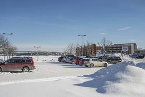 Här på parkeringen i Inre hamnen vill företaget Magnolia bygga ett stort hotell. Man har lämnat in en ansökan om markanvisning till kommunen.