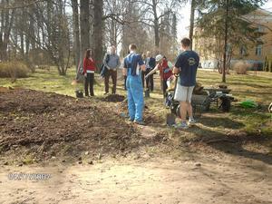 Utbildning. Skolundervisningen i Räpina utförs bland annat i slottets trädgårdar och parker.