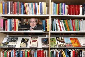 Peter Appelgren, enhetschef på stadsbiblioteket redovisar positiva siffror för Norrtäljes bibliotek.
