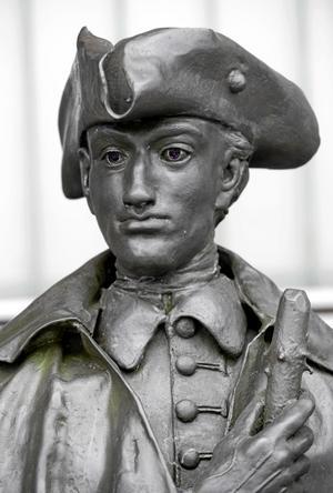 När Johan Schönheit fick en roman underkänd av den svenska censorn flydde han till Hamburg och fortsatte där. Karl XII ville se honom gripen.
