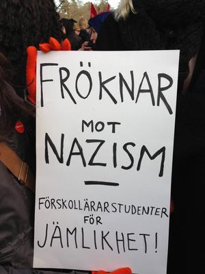 Plakat från den antirasistiska demonstrationen i Kärrtorp 2013.
