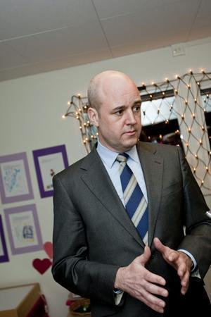 Försiktig general. Statsminister Fredrik Reinfeldt (M) tror inte på sänkta löner, men kan de i alla lägen undvikas?