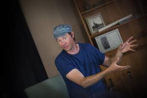 – Pjäsen är en lustfylld uppgörelse med Strindbergs Paria, säger Jon.