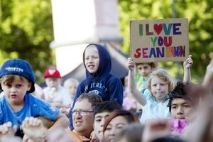 Väcker känslor. Många gillar Sean Banan, men en del gick från konserten efter ett tag.