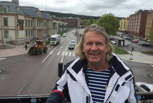 Fastighetskungen Stig Svedberg vill behålla filerna på gamla E4.