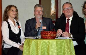 Juryn fick uttala sig efter varje framträdande: Gisela Nilsson, Hans Lindblom och Anders Söderholm.