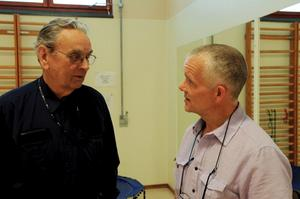 Rådfrågar. Olle Claesson frågade överläkare Hans Wickbom om råd vid hans föreläsning i tisdags.