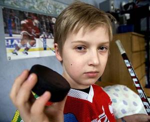 11-årige Dennis Nordwall fick en puck i huvudet när Timrå och Modo möttes i tisdags.