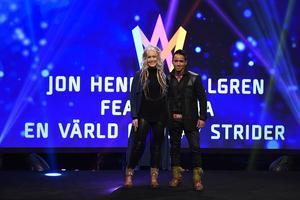 Animia och Jon Henrik Fjällgren vid SVT:s pressträff i TV-huset i Stockholm.