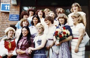 1980 klev de ut på trappan vid Gävle sjukhus efter att ha tagit sin examen. Halva klassen har hängt ihop sedan dess.