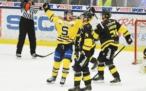 VIK Hockey kommer att få se upp för Hockeyallsvenskans målkung, Anton Holm, i det kommande kvalspelet. VIK har dock plusstatistik på SSK den här säsongen.