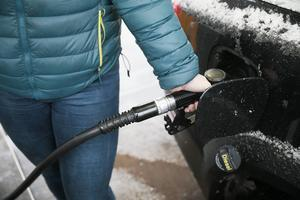 När mannen tankade bilen använde han företagets bensinkort – vid flera tillfällen.