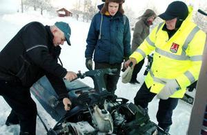 Minus 27 grader var det i Älven, Oviken, i går, vilket gjorde att Ovikens snöskoterklubb hade svårt att få i gång sina maskiner.