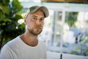 I början av 2012 blev poeten Tom Malmquist pappa och kort därefter avled hans fästmö i sviterna av akut leukemi. Nu kommer boken