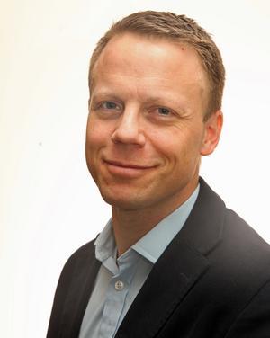Anders Hübinette säger att man vill undvika att högstbjudande kommun eller företag lockar till sig lag i högsta serierna.