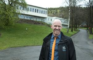 Rektorn Pascal Brisson och Engelska skolan flyttar in på Folkets park.