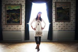 I Hotell Appelbergs Blå salen berättar Sollefteåbon Angelica Jonsson om sitt nya äventyr.