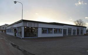 Mohlins Bussar har köpt fastigheten på Dalagatan vilket ger möjlighet att parkera företagets bussar inomhus.