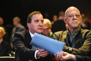 Statsminister Stefan Löfven (S) och Hans Dahlgren statssekreterare hos statsministern har en del arbete att göra.