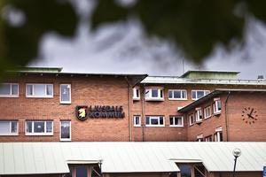 Förvaltningshuset i Ljusdal vaktas av två väktare under veckan.