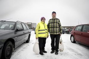 Gerd och Erik Hallgren från Rödön besöker Lillänge ungefär en gång i veckan.