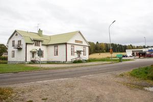 Trönögården har varit i hembygdsföreningens ägo i 13 år, nu väntar nya aktiviteter och en ny ägare, Mats Sonnesjö från Stockholm, som sysslar med konst och filmeffekter.