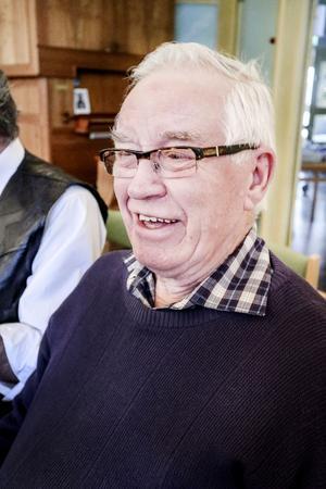 Paul Nilsson, en av fyra sångglada herrar i Halv 11 kören.  Ibland händer det att tar med sig dragspelet och river av några låtar på körens uppträdanden.