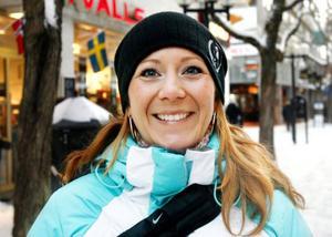 Karin Engström, Östersund:– Två timmar kanske, jag ser morgon-tv och något skräp på kvällen.