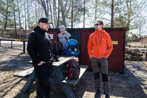 Petri Kalliomäki, Alex Jackson och Thomas Johansson står och snackar lite innan de ska börja sin runda. Det är mycket social samvaro menar de båda.