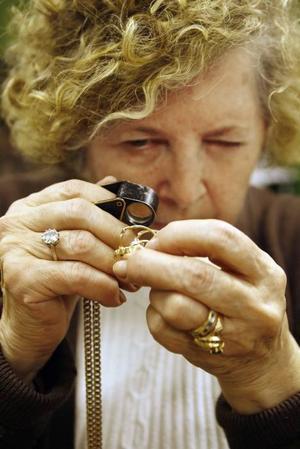 Barbara Perzon synar ringarna.