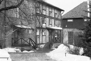 I den här byggnaden bredvid bryggeriet, dagens Bryggargården, hade Industriskolan lokaler för teori. Huset är numera rivet.