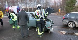 Trafiken på riksväg 70, i höjd med Östnor, Mora, var avstängd omkring en timme efter en frontalkrock på lördagsaftonen. Foto: Mora Brandkår