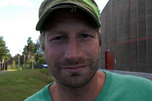 Sportchefen Dan Hjelm tränar med Rättvik – men förnekar att det blir en comeback i allsvenskan i vinter.