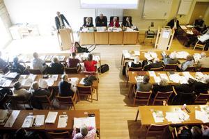 Bättre med politiker på möte än på studiebesök? Bilden från fullmäktige i Hallstahammar.