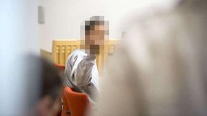 Mannen som misstänks ha mördat Therese Palmkvist i Långshyttan under häktningsförhandlingarna i Falu tingsrätt i april.