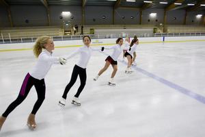Edwina Zetterberg, Elsa Widén, Vivianne Widén, Wendela Hållqvist Larsson, Alva Linderdahl och Astrid Zetterberg har fått en hemmahall att både träna och tävla i.