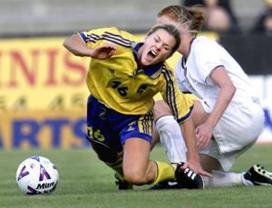 Tina spelade i landslaget och stod på toppen av sin karriär vid millenniumskiftet.