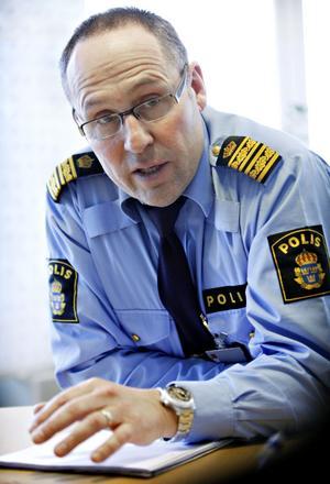 Vi ska försöka hitta möjligheter till att bygga anhållningsceller i Gävles polishus, säger Pär Langer.Arkivbild