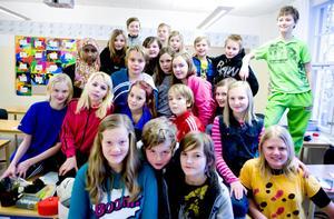 Eleverna i klass 5 från Kyrkskolan i Borlänge. På torsdag tävlar de om att ta sig vidare till den lokala semifinalen i Vi i femman i Dalarna.