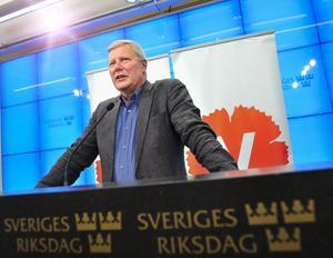 Tack och adjö! Igår kallade Lars Ohly till presskonferens för att offentliggöra att han inte kommer att ställa upp för omval. I januari kommer han att avgå efter åtta år som partiledare för Vänsterpartiet. foto: Scanpix