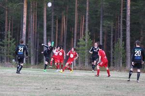 Erik Olofsson sparkade högt mot Sveg. Mot Sundsjö gjorde han det viktiga 3-2 målet.