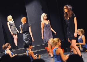 Hälsinglands dansteater var med och showade under modevisningen.