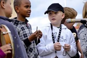 Ungt spel. Genom kulturskolan får barn och unga chansen att prova olika kulturyttringar, som exempelvis musik.