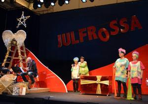 Gisela Nilsson, Martin Eliasson, Marie-Thérèse Sarrazin och Anna Brixter repeterar inför årets Julfrossa med premiär lördag den 28 november 16.00.