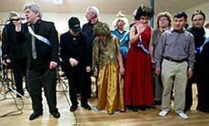 Sven-Olof Wiklund och de andra i Jappz gav allt när de framförde sin blues. Orkestern har nu äntligen en ordentlig konsertlokal. Foto: ANNAKARIN BJÖRNSTRÖM