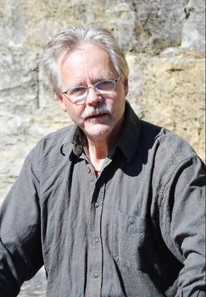 Thore Andersson är byggnadsingenjör i Härnösands stift och leder arbetet med restaureringen av kyrkfasader i länet.